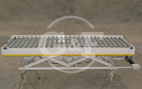 Mesa elevatória hidráulica com rolos motorizados